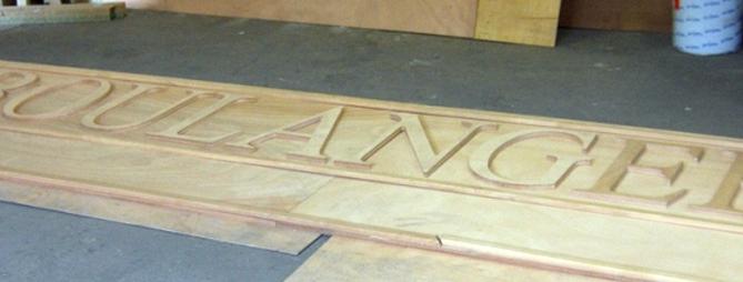 enseigne bois sculpté