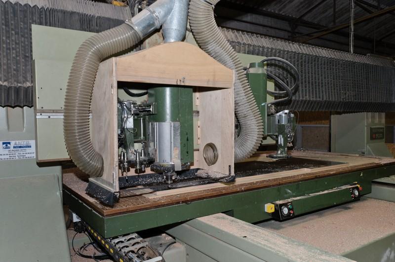 table d'usinage bois à aspiration automatisée