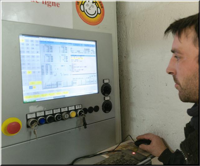 Centre d'usinage grande dimension automatisé à commandes numériques