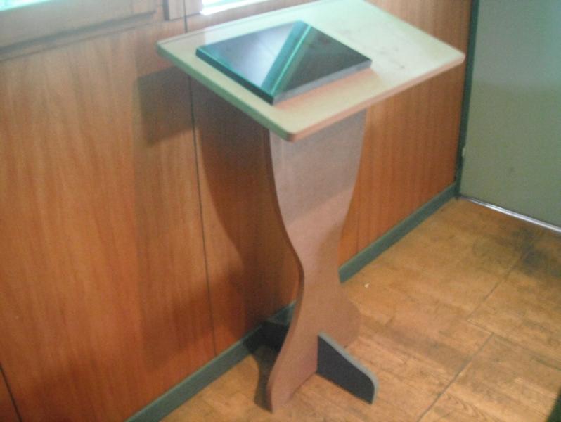 fabrication d 39 enseigne en bois sculpt. Black Bedroom Furniture Sets. Home Design Ideas