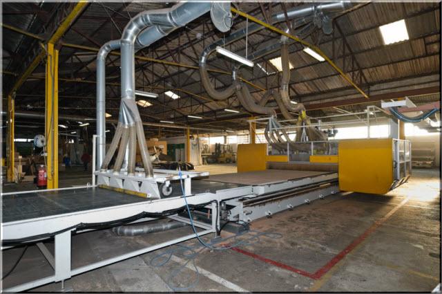 centre d'usinage de panneaux très grandes dimensions (7500x2500) longueur totale de la machine 30m
