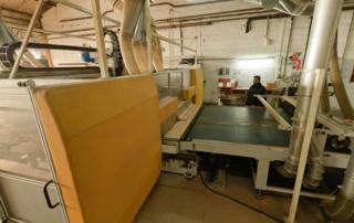 Table d'usinage dans un atelier