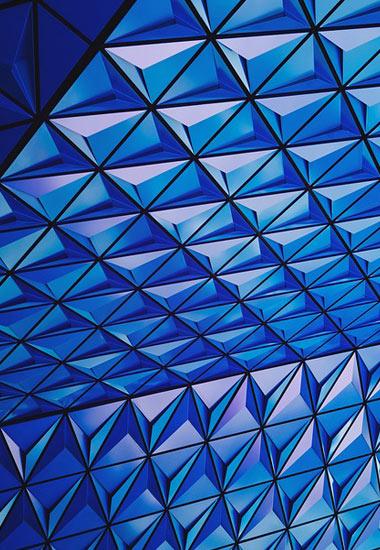 Habillage réalisé avec avec des panneaux géométriques