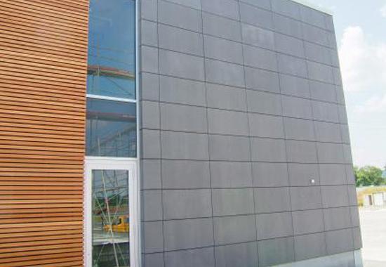 Façade bâtiment à étage avec panneaux bois-ciment Cetris